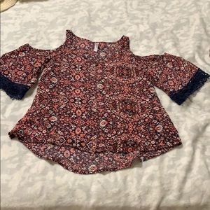 Super cute floral shirt. Fits an xs-small